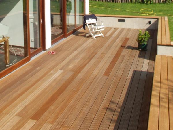 Holzterrasse M Nchen holzterrasse holzarten riffeldielen terrassenholz 20 terrassendielen aus holz holzterrasse